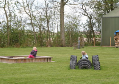 Zandbak en speeltoestel